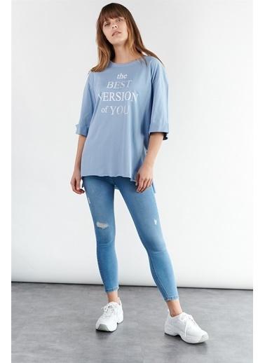 Levure Önü Baskılı Yanları Yırtmaçlı Oversize T-Shirt Mavi
